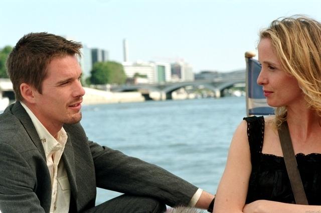 Ethn Hawke e Julie Delpy in una scena del romanticissimo film Prima del tramonto