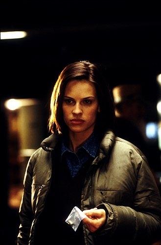 Hilary Swank in una scena del film Insomnia (2002)