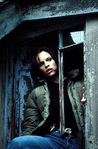 Hilary Swank in una scena del film Insomnia