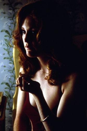 Julianne Moore in una scena del film Boogie Nights