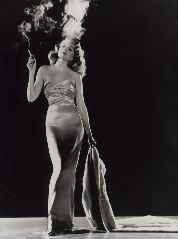 Rita Hayworth in una foto promozionale per il film Gilda