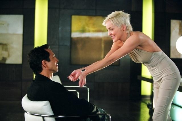 Sharon Stone e Benjamin Bratt in una scena del film Catwoman