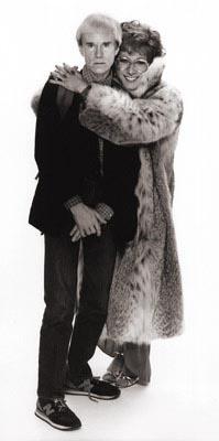 Andy Warhol e Dustin Hoffmann sul set di Tootsie, fotografati da Greg Gorman