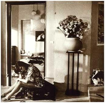 Una bella foto di Carmen Maura in una scena di Donne sull'orlo di una crisi di nervi
