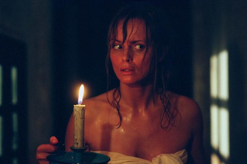 Izabella Scorupco  in una scena di Exorcist The Beginning
