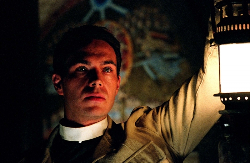 James D'Arcy in una scena di Exorcist The Beginning