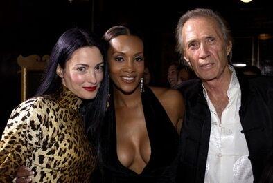 Julie Dreyfus, Vivica A. Fox e David Carradine alla prima di Kill Bill Vol. 1 a Los Angeles