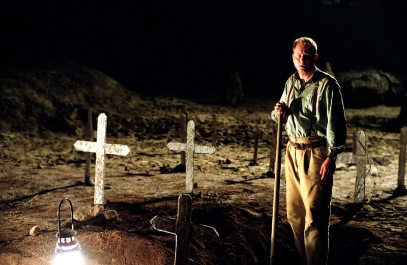 Stellan Skarsgård  in una scena dell'horror Exorcist The Beginning