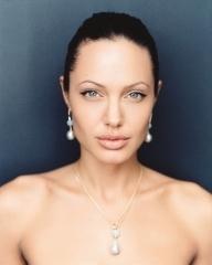 un ritratto di Angelina Jolie