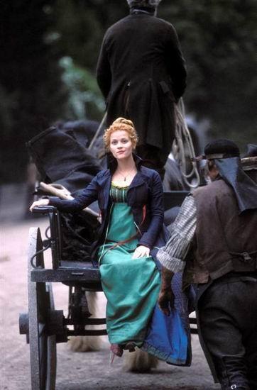 Reese Witherspoon in una scena del film Vanity Fair