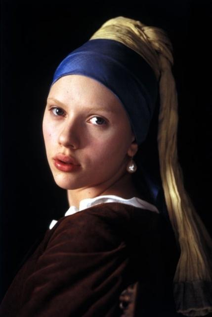 Scarlett Johansson è la cameriera Griet, modella del grande Vermeer