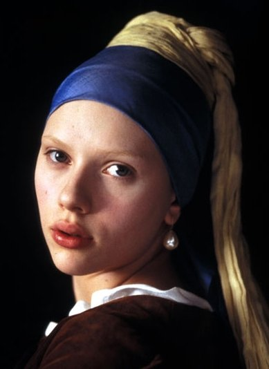 Scarlett Johansson in una scena de La ragazza con l'orecchino di perla