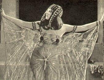 Theda Bara in una scena di Cleopatra