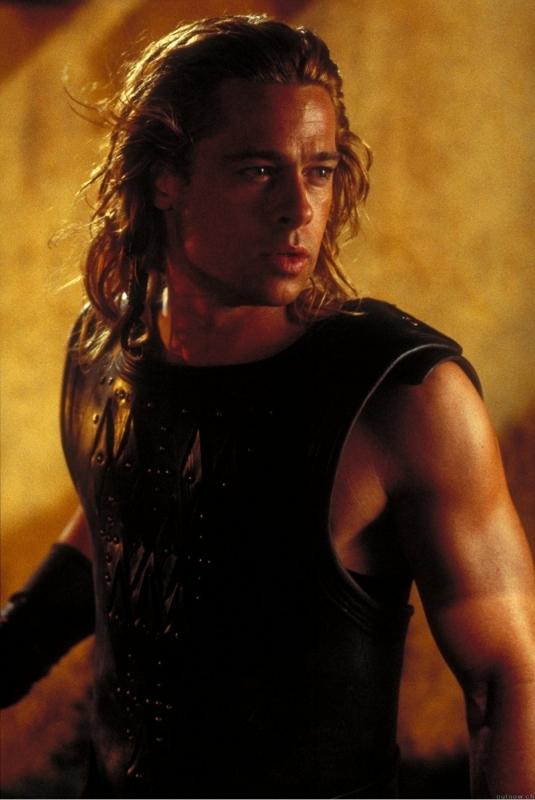 Brad Pitt in una scena di Troy (2004)