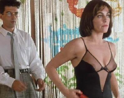 Antonio Banderas e Carmen Maura in una scena di Donne sull'orlo di una crisi di nervi