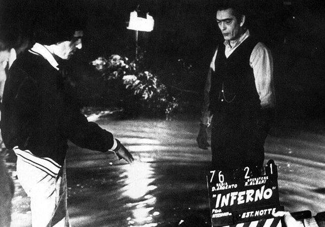 Castillos de Cine - Página 4 Dario-argento-dirige-sacha-pitoeff-sul-set-di-inferno-4376