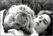 James Wilby e Hugh Grant in una scena di Maurice