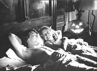 P. J. Soles e John Michael Graham in una scena di Halloween