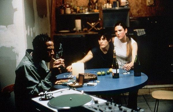 Marlon Wayans, Jennifer Connelly e Jared Leto in una scena di Requiem for a Dream