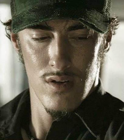 Eric Balfour in una scena di Non aprite quella porta (2003)
