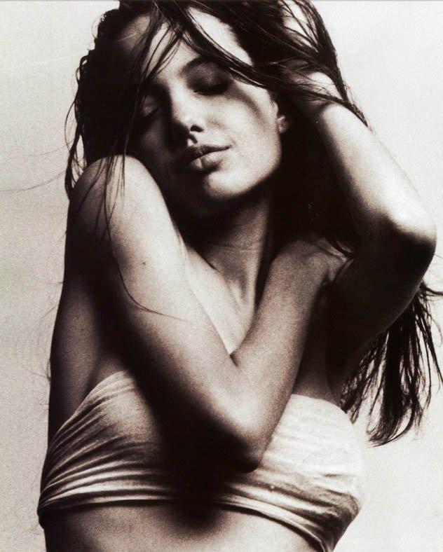 una sensuale Angelina Jolie