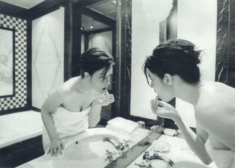 Carmen Consoli allo specchio