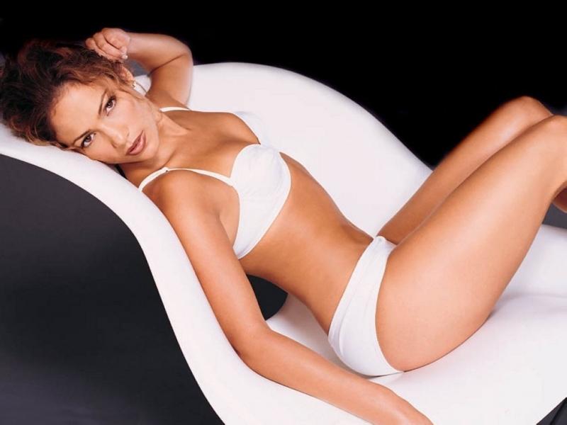 Jennifer Lopez in lingeria bianca
