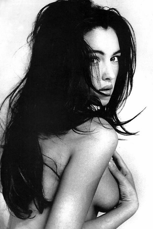 Un'immagine sexy di Monica Bellucci