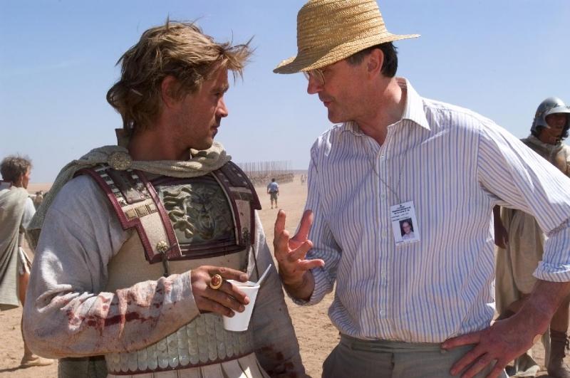 Colin Farrell e il consulente storico Robin Lane Fox sul set di Alexander