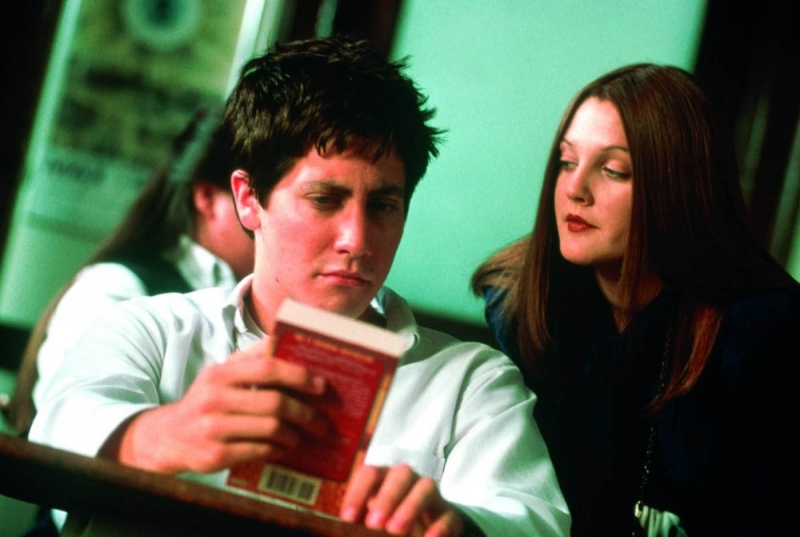 Jake Gyllenhaal e Drew Barrymore in una scena di Donnie Darko