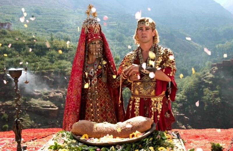 Rosario Dawson e Colin Farrell in una scena di Alexander