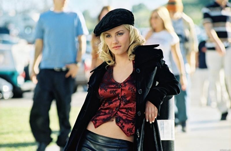 La bella elisha cuthbert in una scena del film la ragazza - La ragazza della porta accanto 2004 ...
