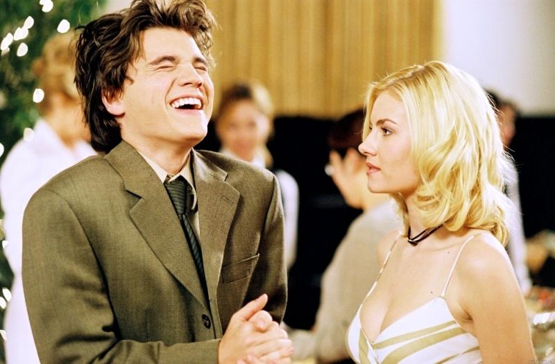 Hirsch e la Cuthbert in una scena del film La ragazza della porta accanto