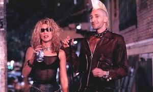 Jennifer Esposito e Adrien Brody in una scena di Summer of Sam - Panico a New York