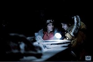 Sanaa Lathan e Raoul Bova in una scena di Alien Vs. Predator