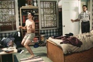 Jason Biggs e Eugene Levy in una scena di American Pie