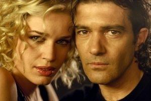 Antonio Banderas e Rebecca Romijn in una scena di Femme Fatale