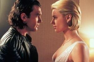 Antonio Banderas e Rebecca Romijn-Stamos in una scena di Femme Fatale