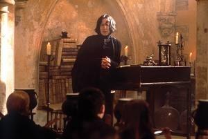 Alan Rickman in una scena di Harry Potter e la pietra filosofale