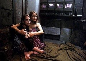 Kristen Stewart e Jodie Foster in una scena di Panic Room