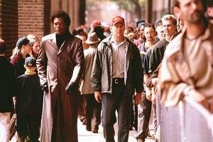 Samuel L. Jackson e Bruce Willis in una scena di Unbreakable - Il predestinato
