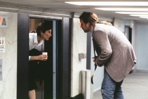 Catherine Keener e John Cusack in una scena di Essere John Malkovich