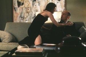 Catherine Keener e John Malkovich in una scena di Essere John Malkovich