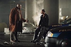 Chi McBride e Will Smith in una scena di Io, Robot