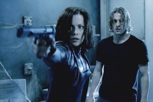 Kate Beckinsale e Scott Speedman in una scena di Underworld