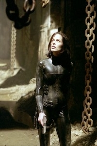 Kate Beckinsale in una scena del film Underworld