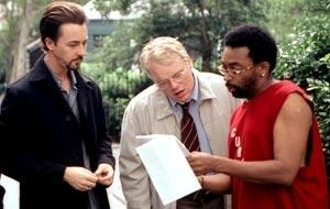 Edward Norton, Philip Seymour Hoffman e il regista Spike Lee sul set di La 25a ora