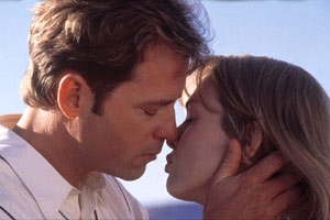 Greg Kinnear e Renèe Zellweger in una scena di Betty Love