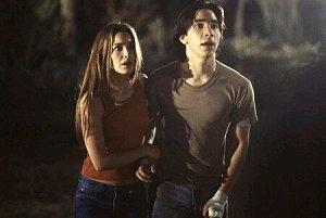 Justin Long e Gina Philips in una scena di Jeepers Creepers - Il canto del diavolo