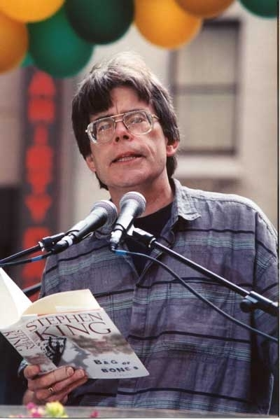 Stephen King legge 'Mucchio d'ossa' in Rockefeller Plaza